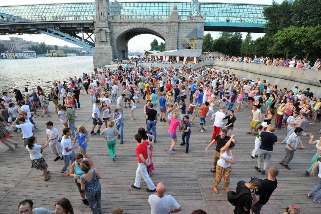 Танцы у моста в Парке Горького - 24